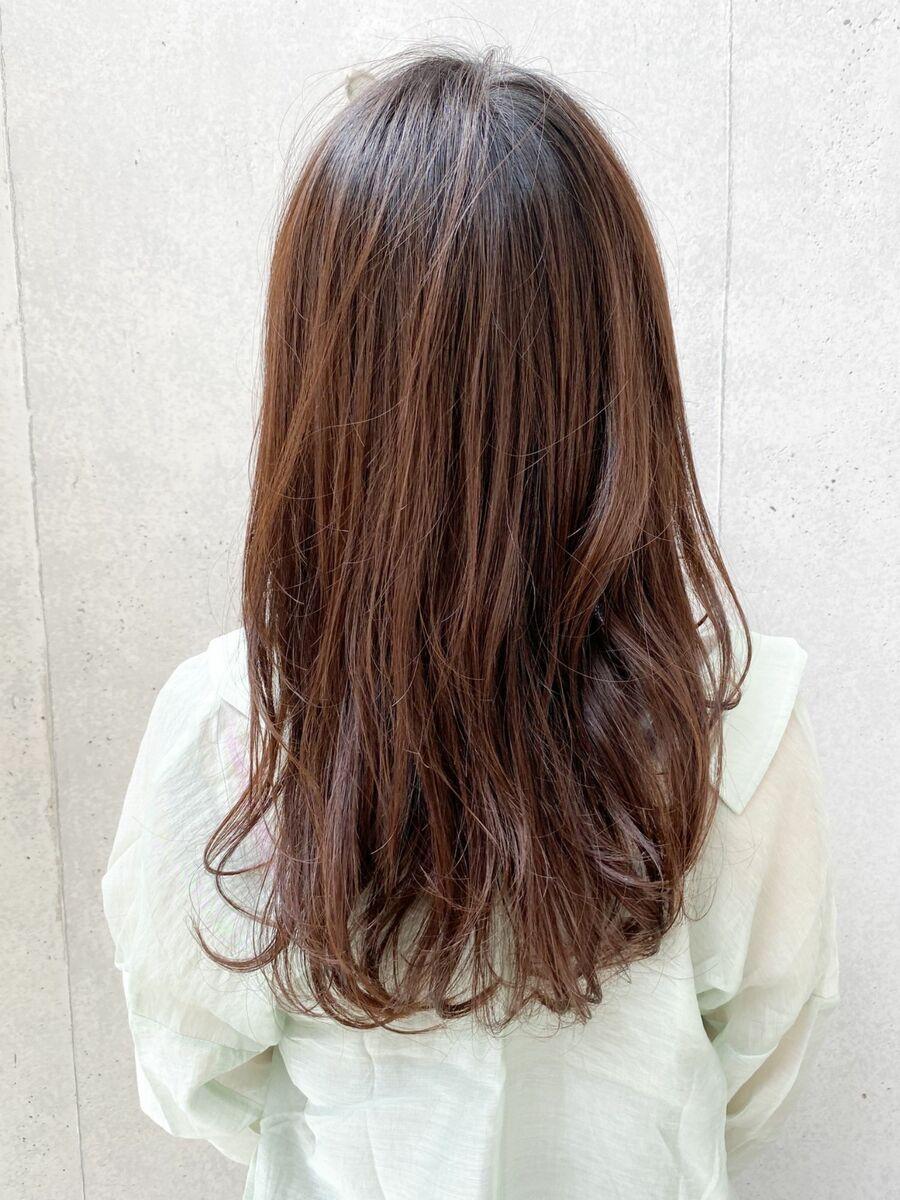 毛先の動きで作り出すゆるやかウェーブ春のスタイルにオススメ