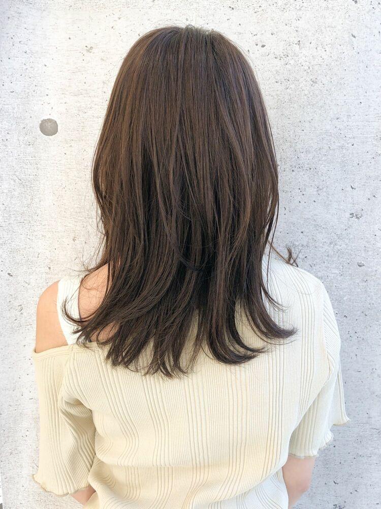 ミディアムひし形スタイル毛先ワンカールパーマ透明感カラー