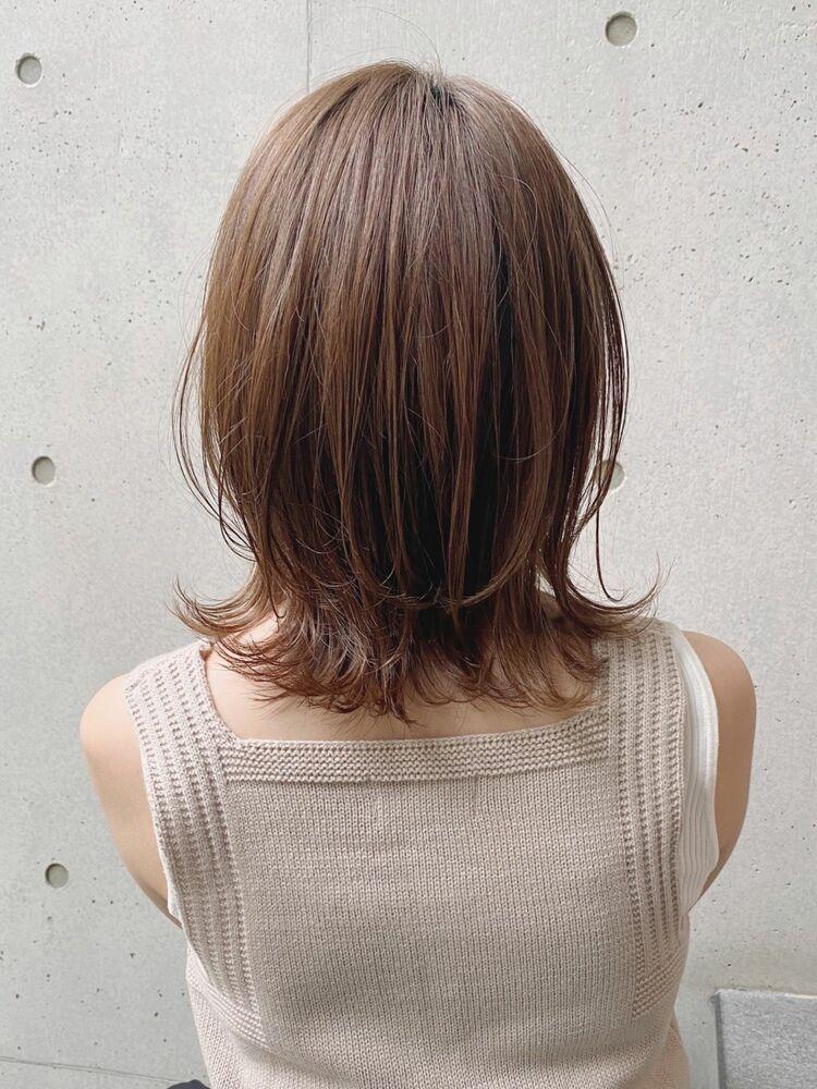 愛されひし形に外ハネをプラス透明感カラー&くびれミディアムスタイル