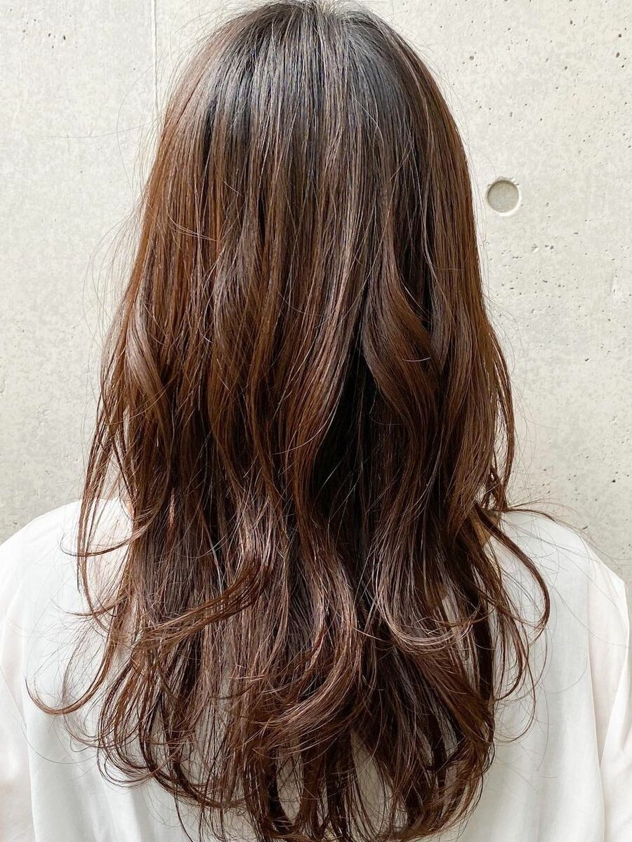 毛先の動きで大人っぽく春の大人気パーマスタイル