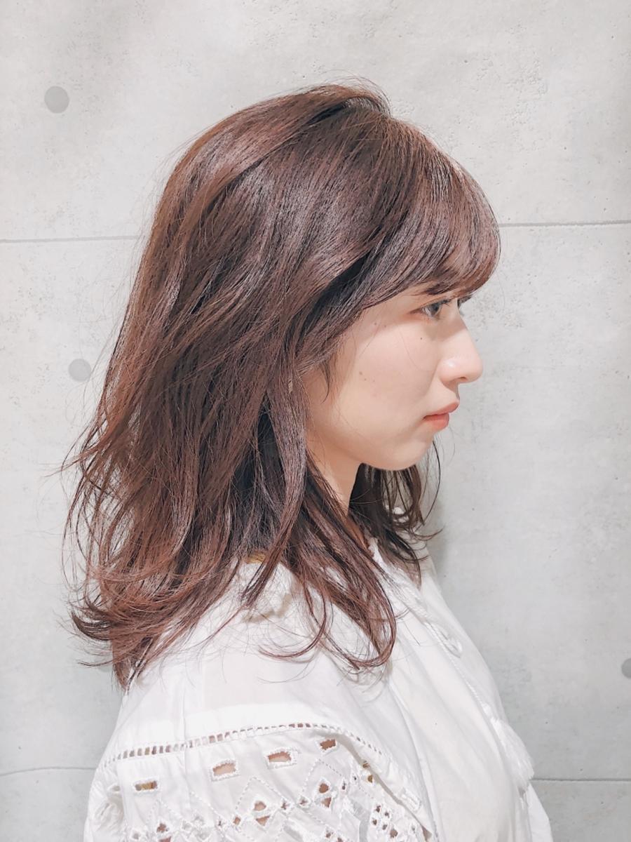 ゆるっとウェーブで作るニュアンスパーマ☆流し前髪で大人可愛いミディアムヘア
