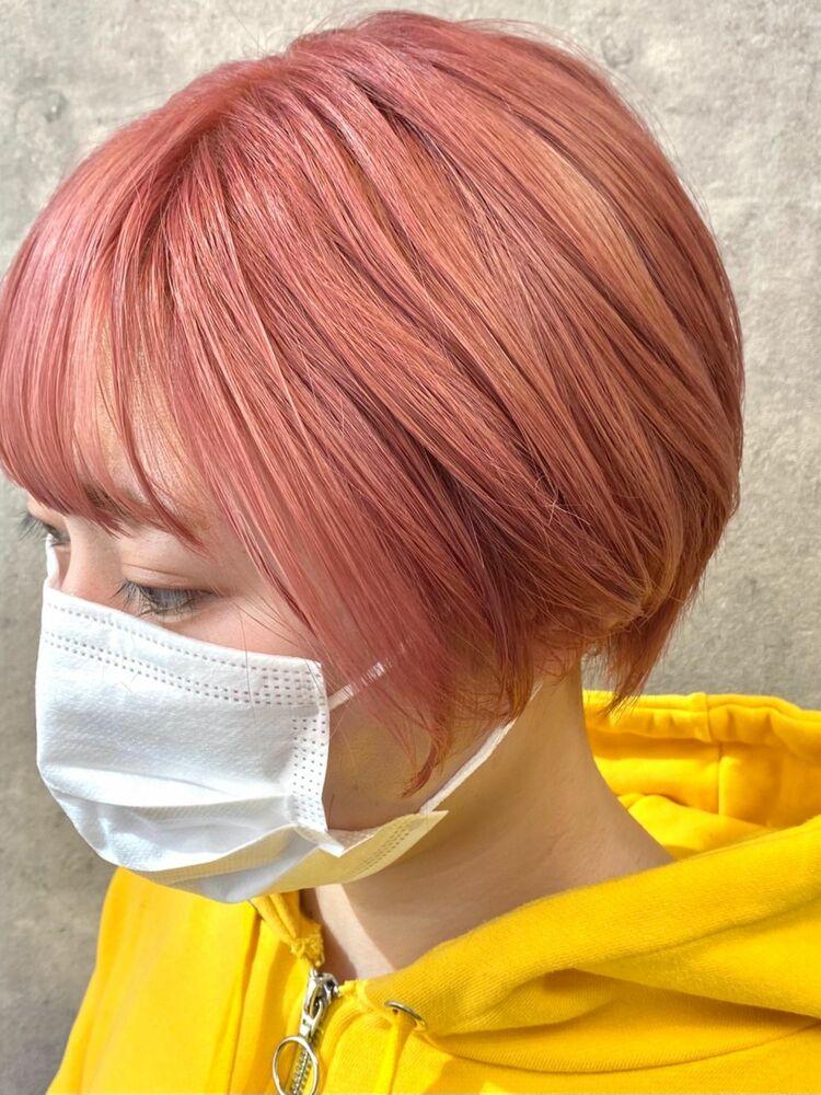 ピンクボブのショートヘア
