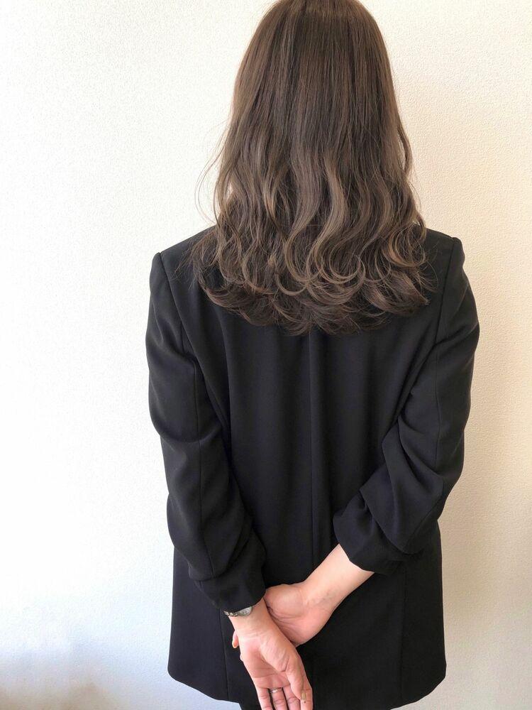マットグレージュ×かきあげ前髪