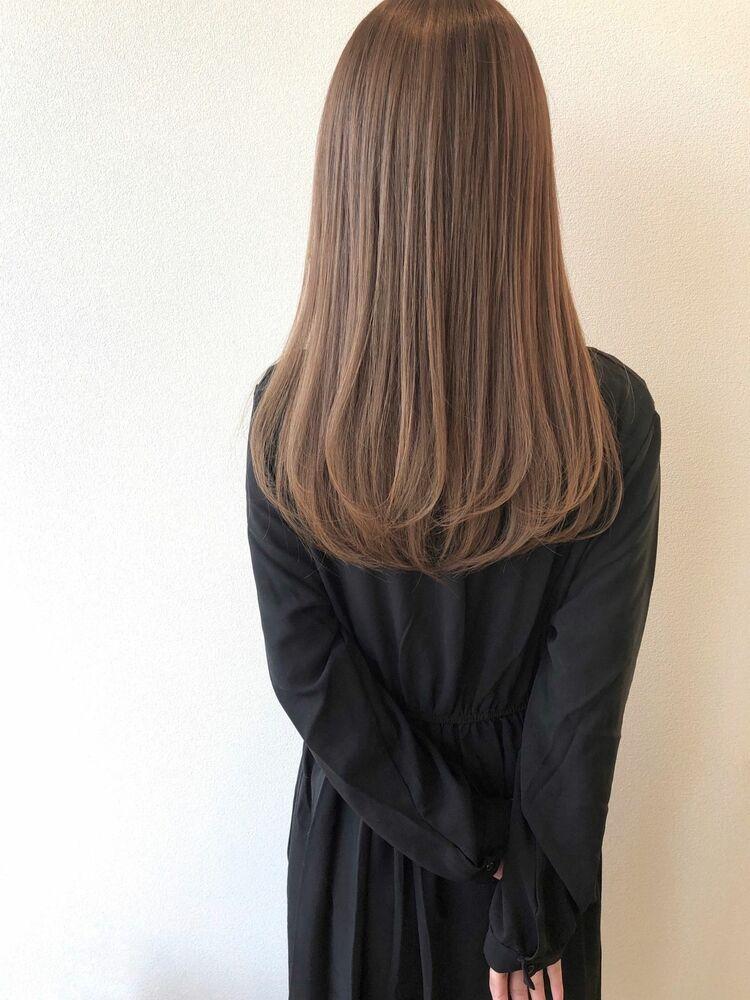 ミルクティーベージュ×ストレートヘア