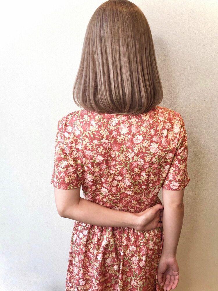 ミルクティーグレージュ×流し前髪