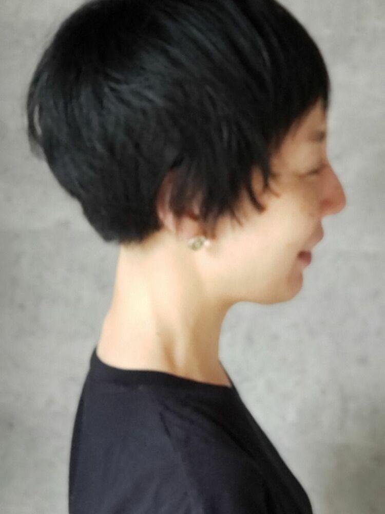 黒髪ショートスタイル