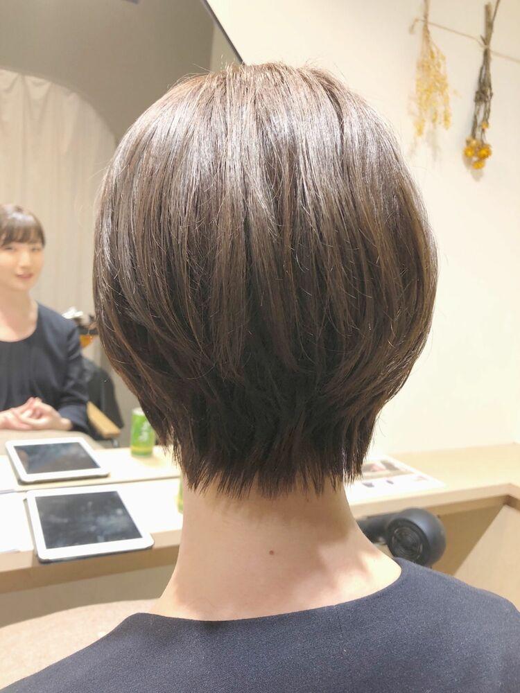 丸み耳掛けショートヘア