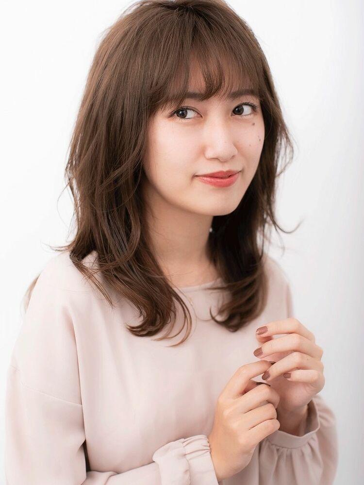 〈韓国レイヤーカット〉前髪で印象は変わる!柔らかな雰囲気で女性らしさを引き出す