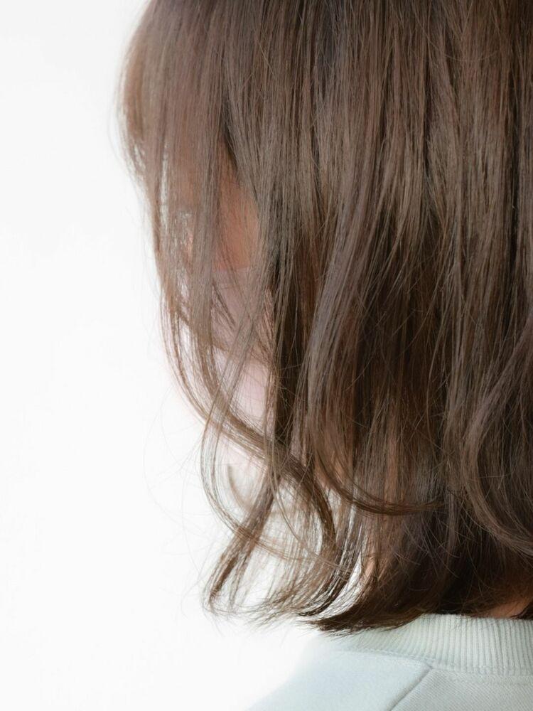 暗髪柔らか透け感グレージュ 外はねロブ◎
