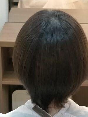 丸みをいかした艶髪ショート