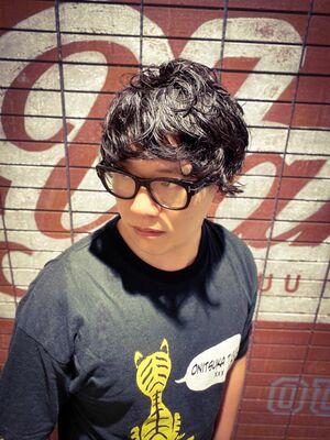 メガネが似合うパーマスタイリッシュヘア