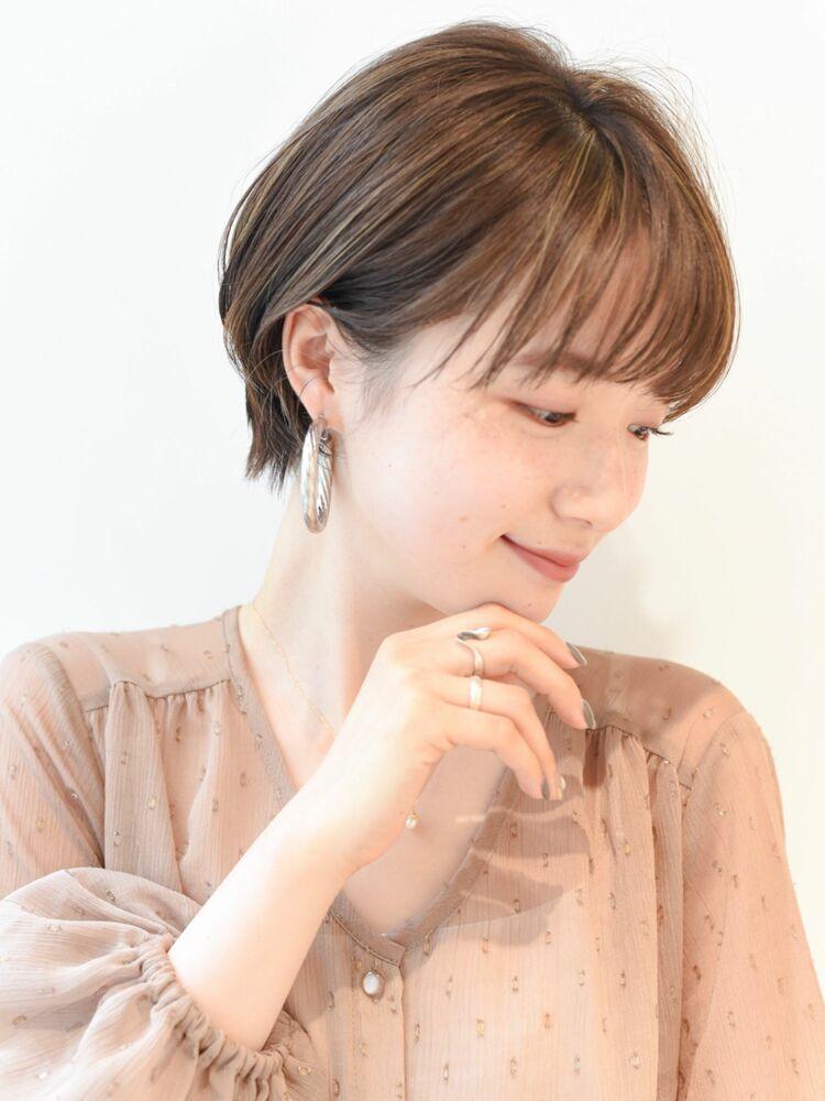 LIPPS銀座安田愛佳_大人かわいいシースルーバング透明感ハイライト耳かけショートボブ