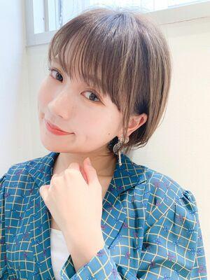 LIPPS銀座安田愛佳_耳掛け丸みショート透明感カラー