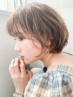 LIPPS銀座安田愛佳_丸みシースルーショートボブハイライトカラー