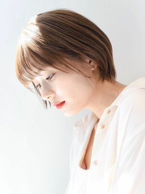 LIPPS銀座安田愛佳_丸みシルエットの透明感ショート