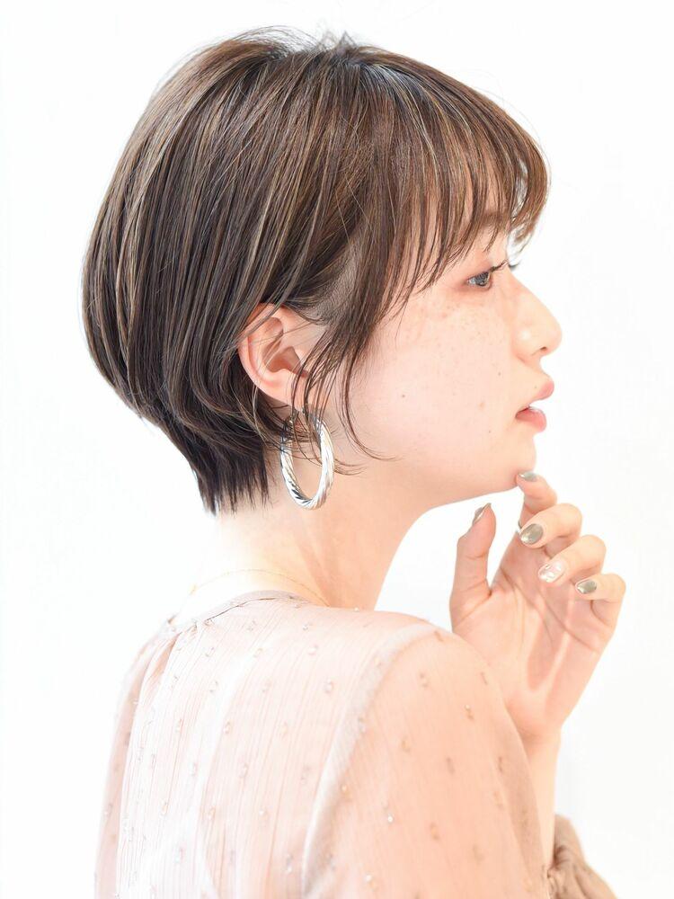 LIPPS銀座安田愛佳_20代30代小顔耳かけショート丸みくびれ