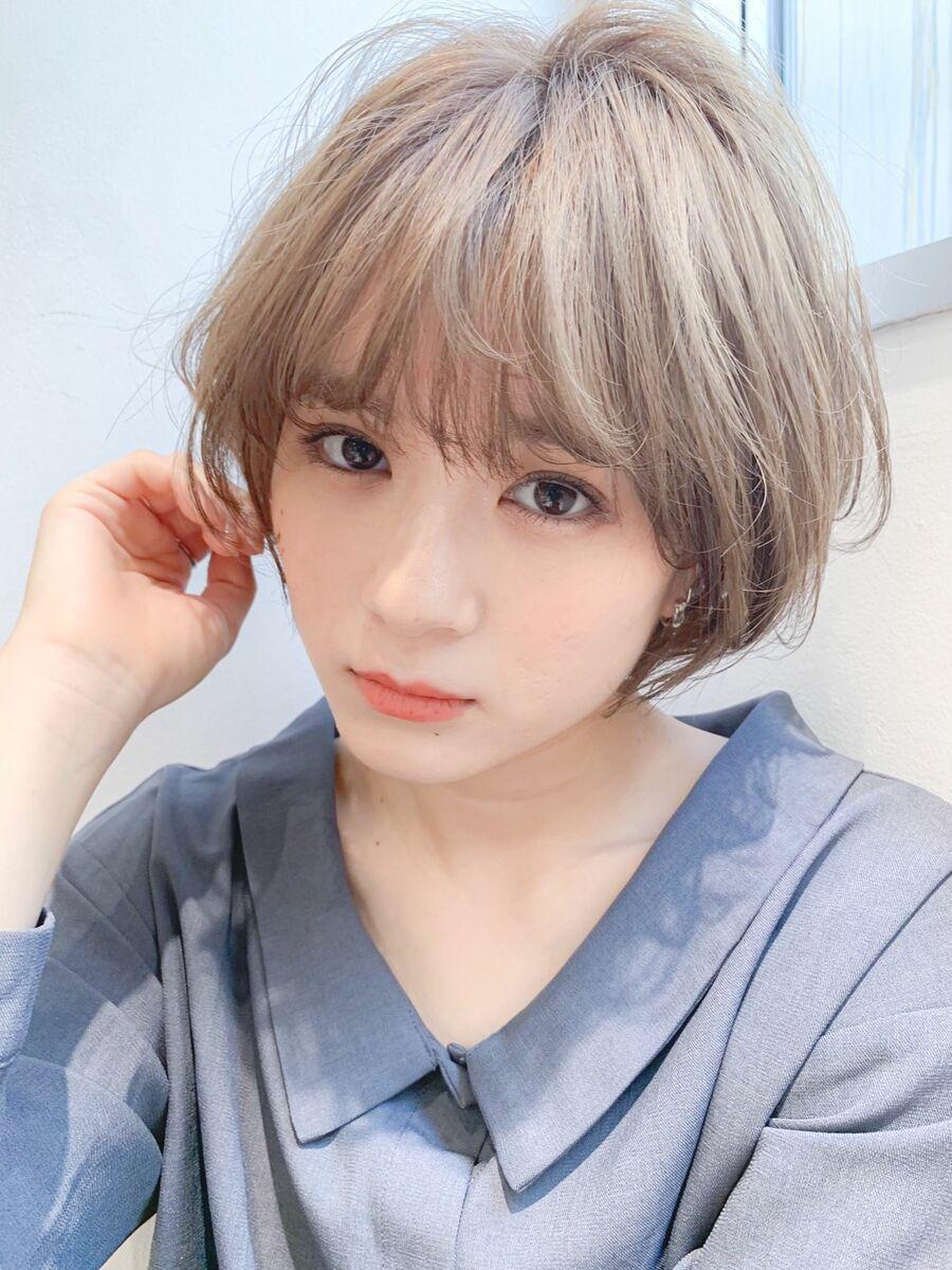 LIPPS銀座安田愛佳_ひし形小顔ショートボブミルクティーベージュ