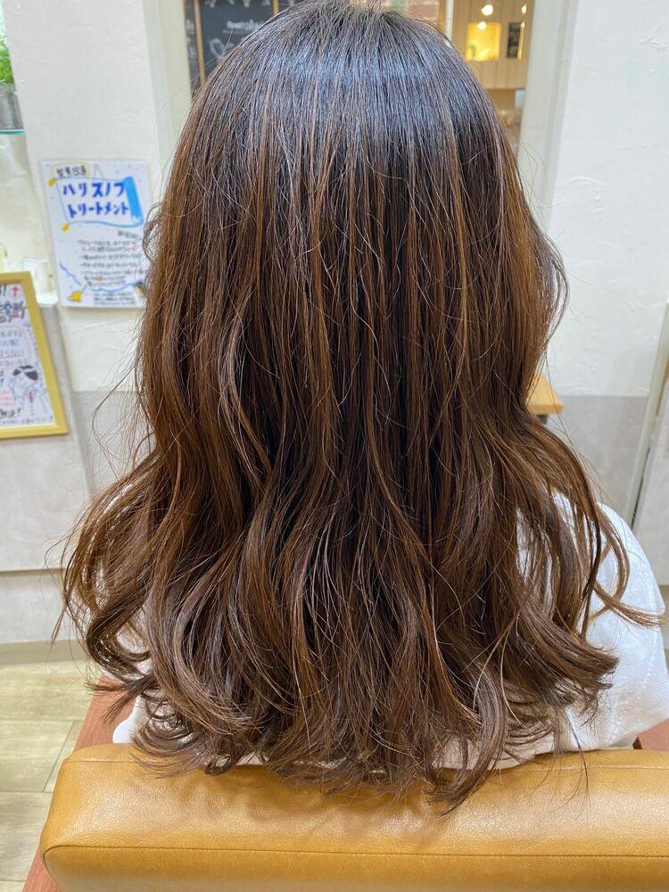 髪に優しいデジタルカール、温度低めのアルカリ少ないので仕上がりが艶やか!!