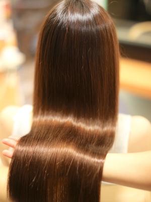 波打つは美髪は縮毛矯正で