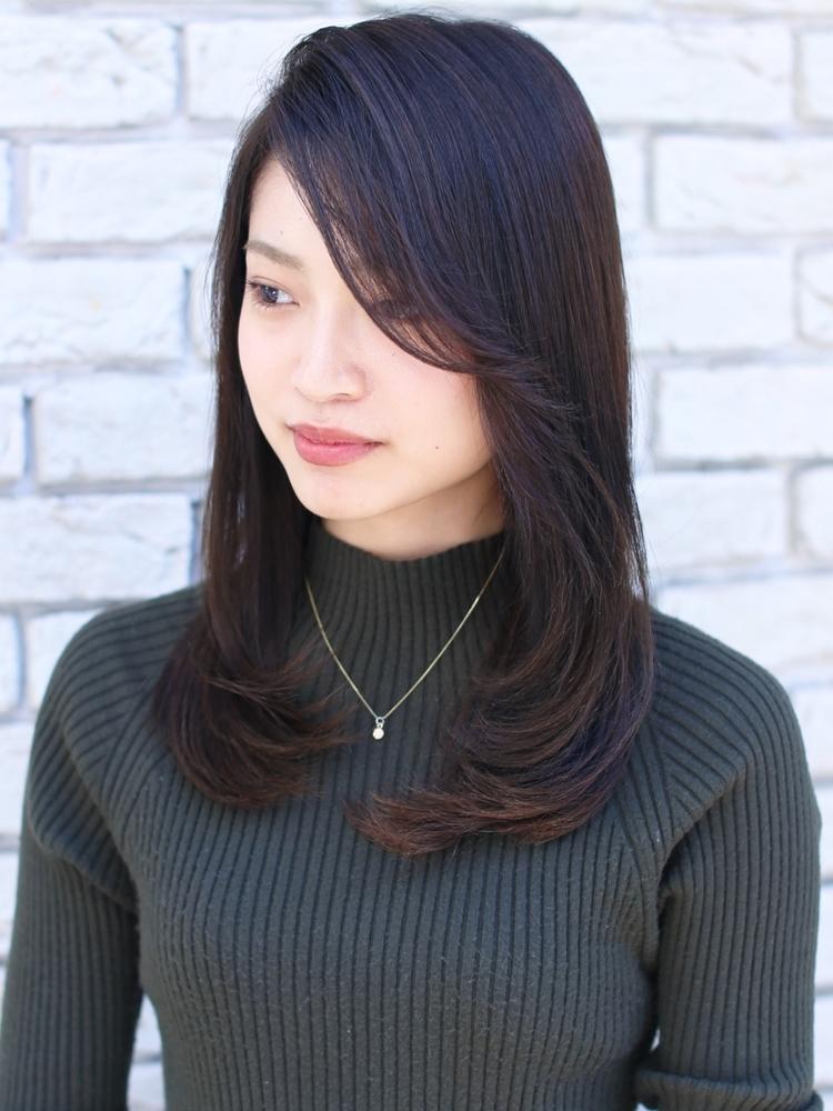 重め前髪のレイヤースタイル