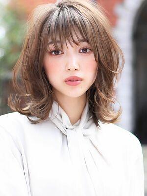 外はねミディアムレイヤー☆透明感カラーで女性度アップ