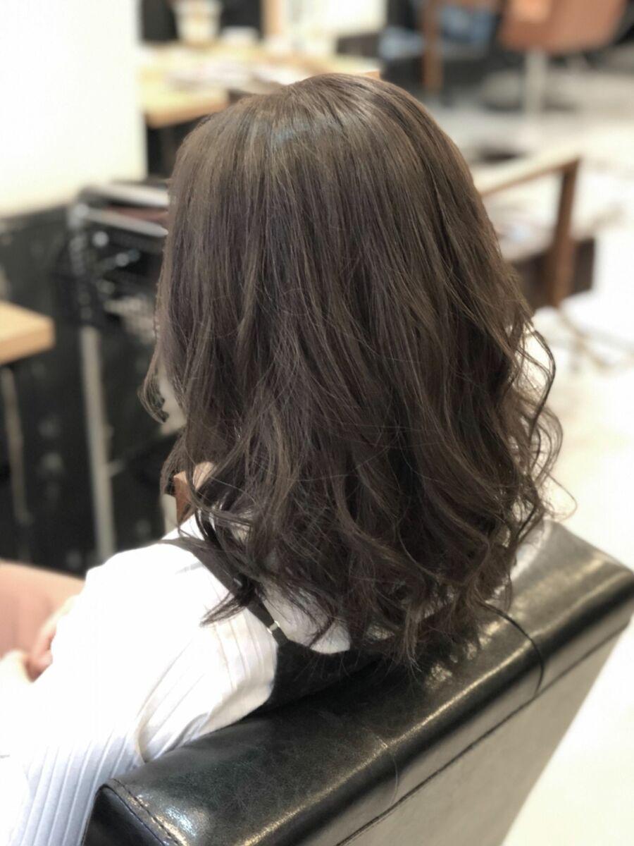 """☆大人気""""グレージュ""""カラー☆赤みのない透明感のある髪色が人気の秘密です。抜けた後もベージュ系。"""