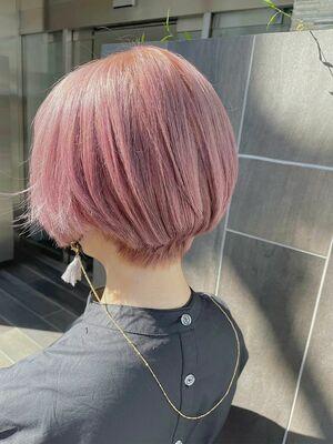 ホワイトピンク 丸みショートヘア