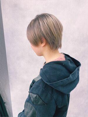ショートヘア ハイトーングレー