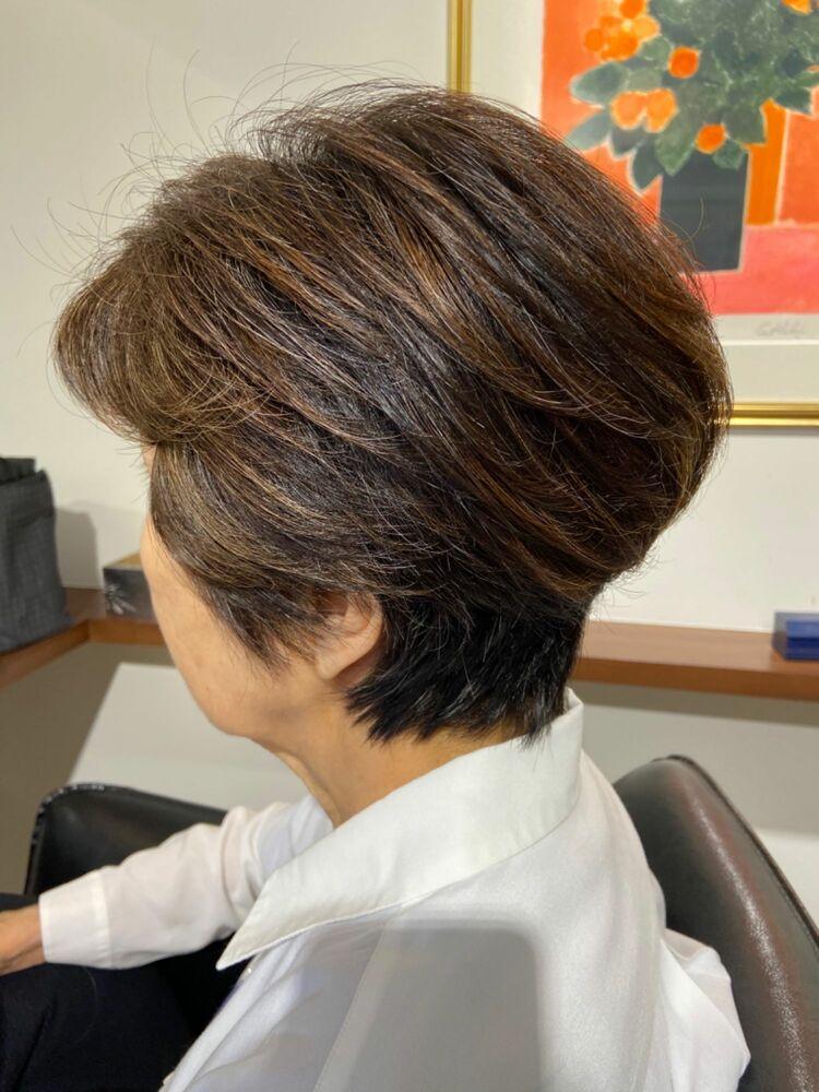 60代の素敵ミセスヘア☆手櫛でOKトップのボリュームアップショート&メッシュで白髪ぼかし