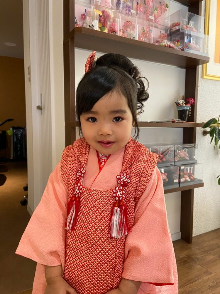 七五三可愛い3歳の和装アップ&お被布着付け