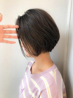 癖毛でもできるショートヘアダウンパーマ