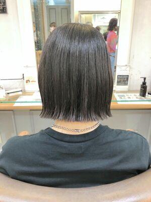 横浜で叶える切りっぱなしボブ癖毛でもできる艶ボブ簡単スタイリング