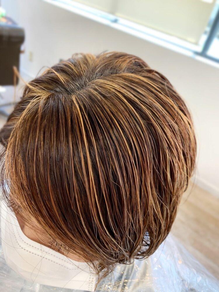 ウルフボブ ハイライトで白髪をデザインする明るめ透明感カラー マリアバイアフロート  添田