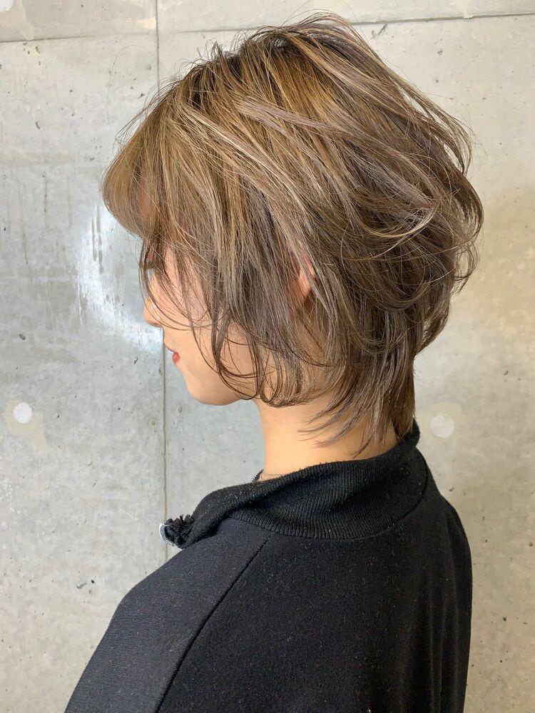 伸ばしかけの髪をウルフとハイライトで変化をつけたスタイル☆