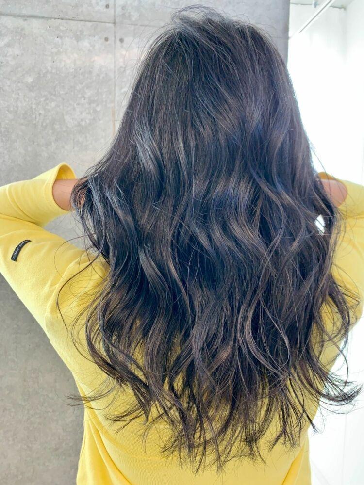 地毛の白髪を染めずにデザインするグレージュカラー/白髪染めを使わずにハイライトでデザイン