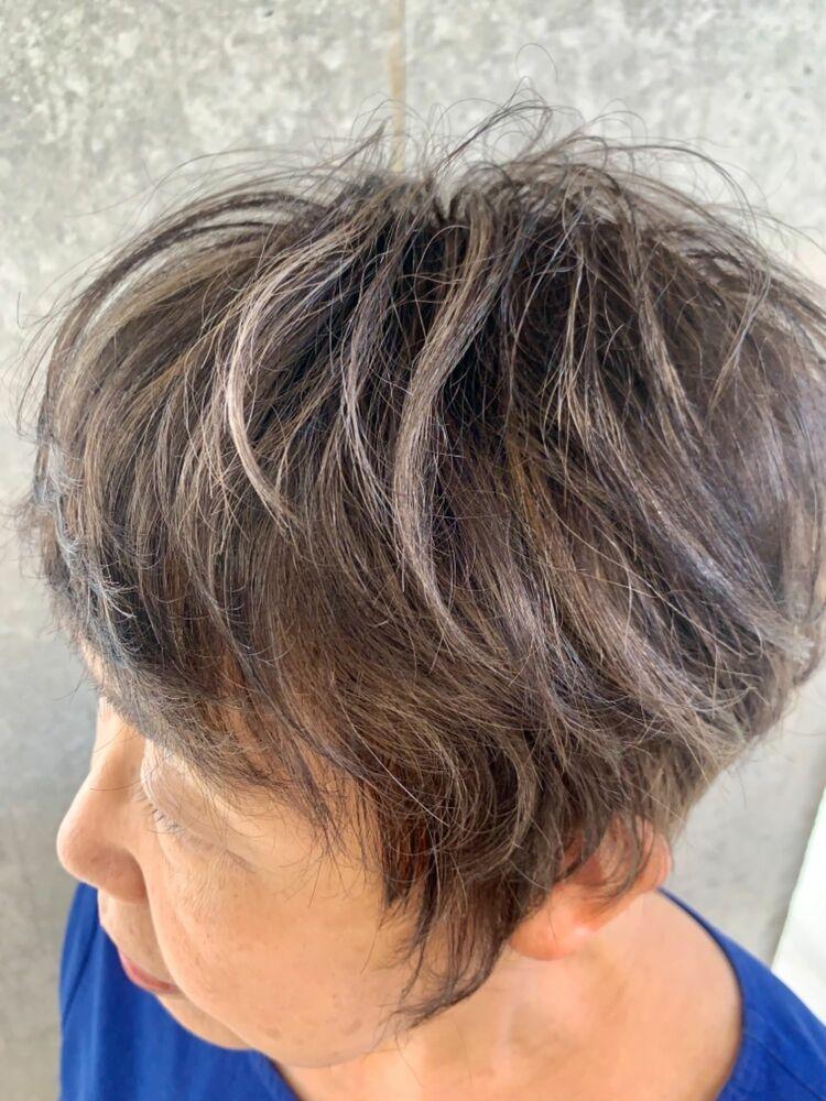 50代60代脱白髪染めのシルバーハイライトカラー