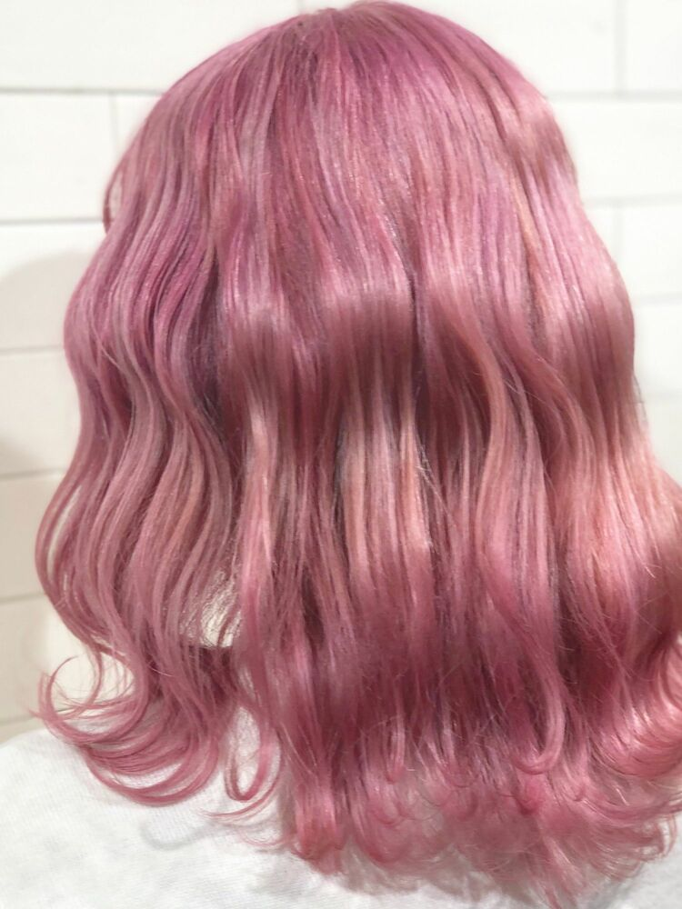 ベビーピンクのボブスタイル