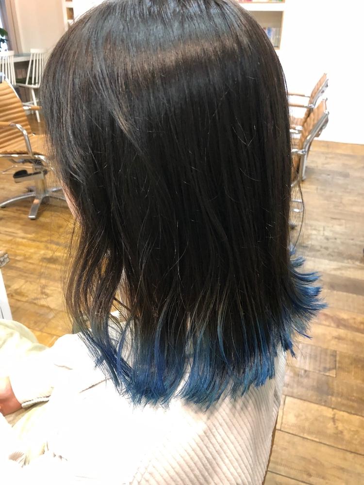 ぷつんとワンレングスに裾ブルー