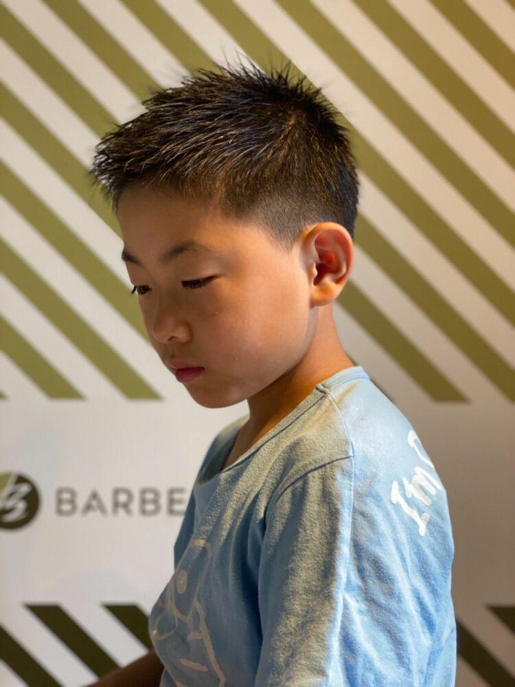BARBER-BARのキッズヘアバイタリティ溢れる男のヘアスタイル✂︎身支度を整え大人のステージに
