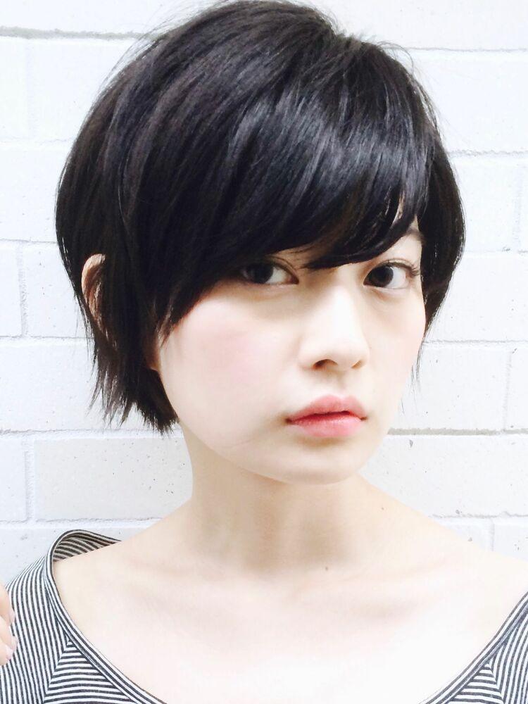 大人かわいい黒髪ショートボブお手入れ簡単、小顔、小頭でトップふんわりオシャレショートヘア