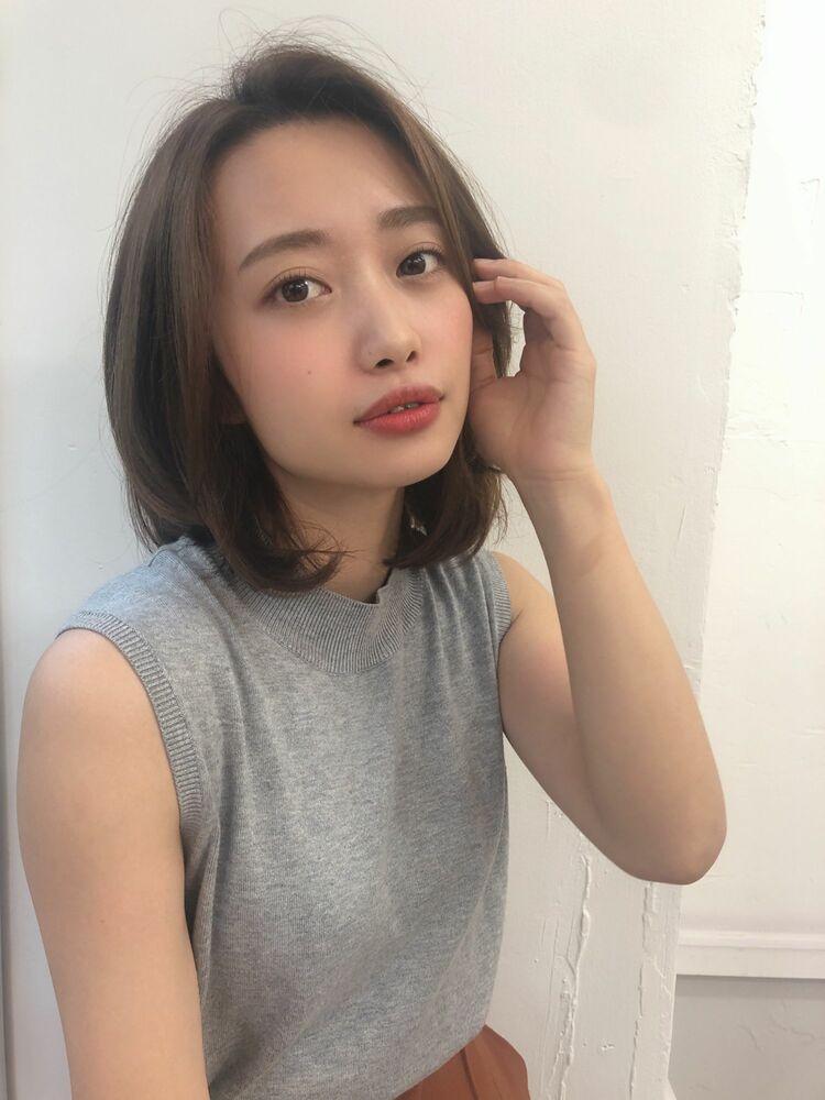 KAYAK渋谷 小室里奈 前髪なし×ミディアムレイヤー×小顔×ストレート×ナチュラル渋谷駅徒歩3分