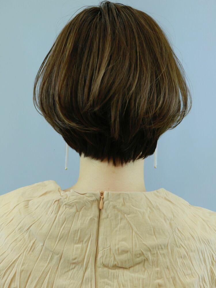 丸みショート 耳かけヘア