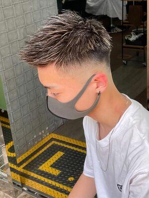 短髪ホワイトメッシュ