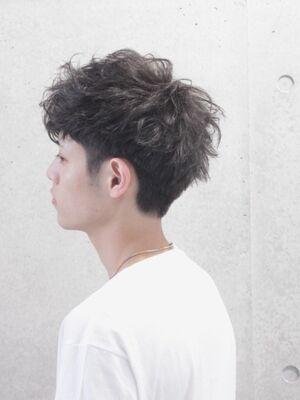 黒髪に合うくせ毛風ナチュラル刈り上げマッシュ