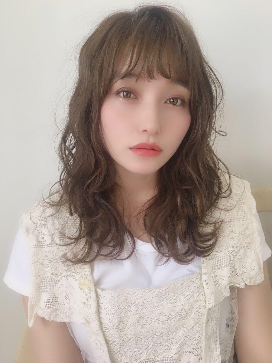神田安優奈 大人レイヤーのグレージュヘア