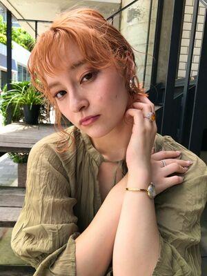 オレンジカラー×ショートヘアアレンジ