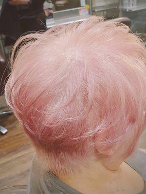 白髪をオシャレに!ホワイトピンク
