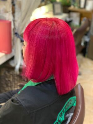 派手髪ピンクカラー