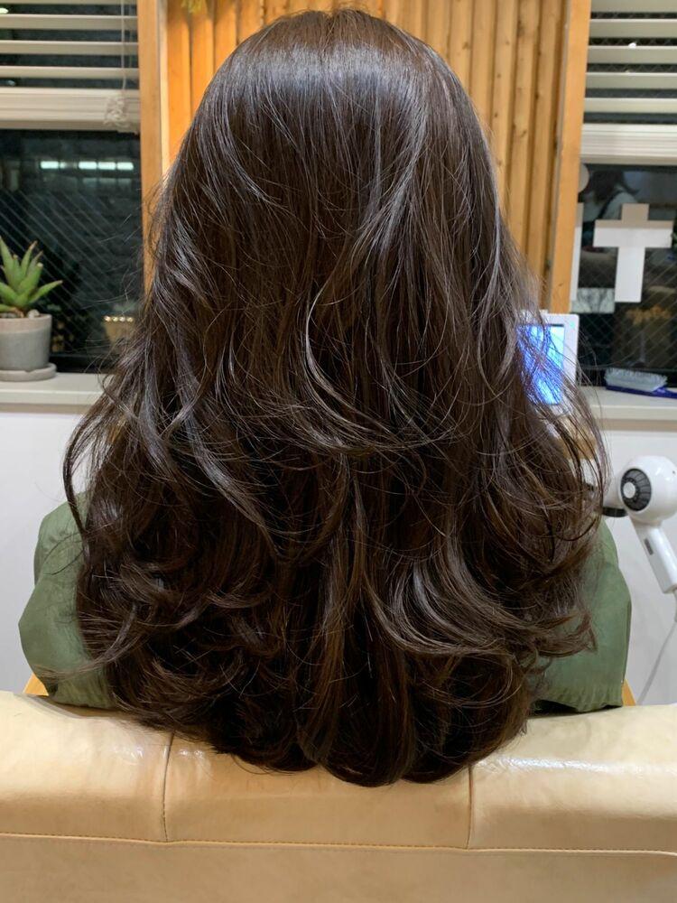 毛先ワンカールパーマで巻き髪も長持ち。