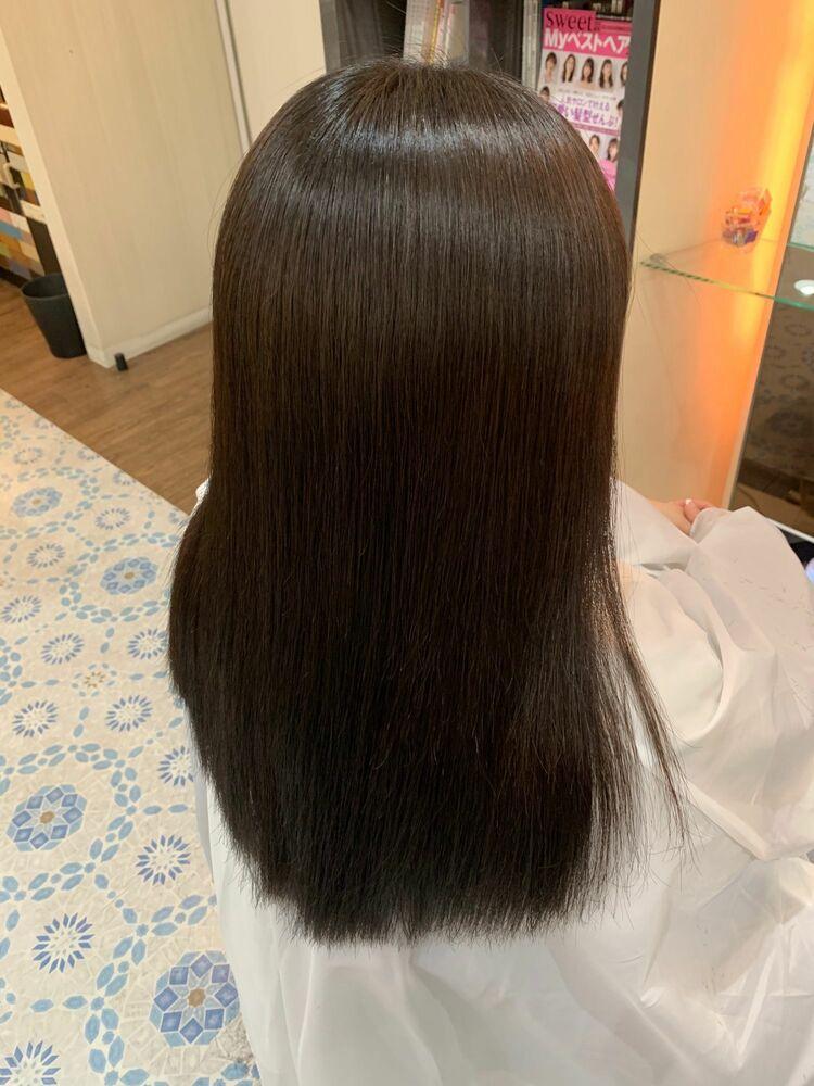髪質改善ストレートパーマで自然な艶髪